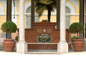 fontana antica fonte terme di boario hotel diana